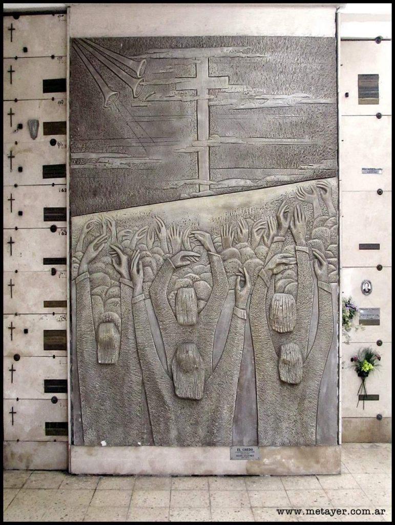 """""""Credo"""", de Máximo Maldonado, en el Cementerio de La Plata."""